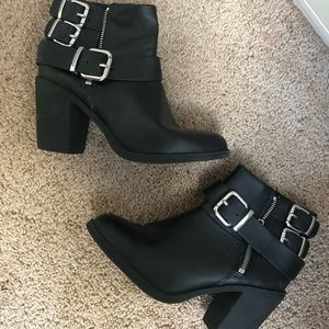 Shoes - BlCk cute booties